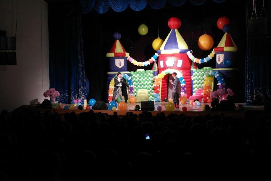 Шароотпадное шоу в Покровске: задорный смех детворы и восторг родителей, фото-2
