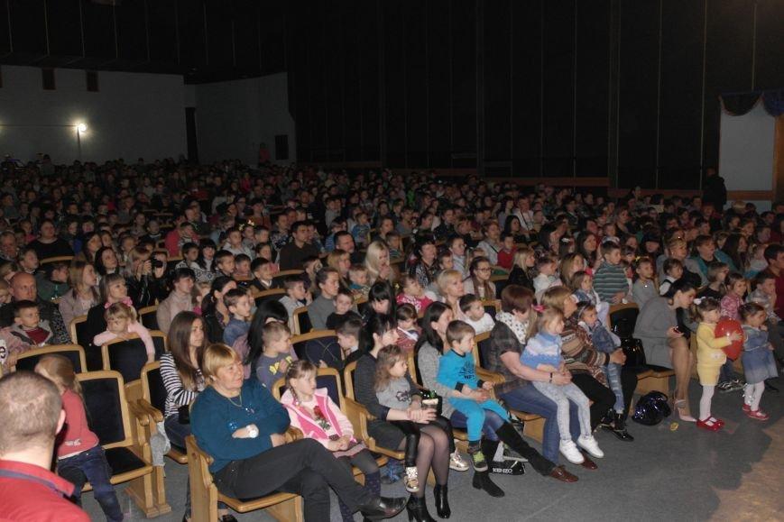 Шароотпадное шоу в Покровске: задорный смех детворы и восторг родителей, фото-3