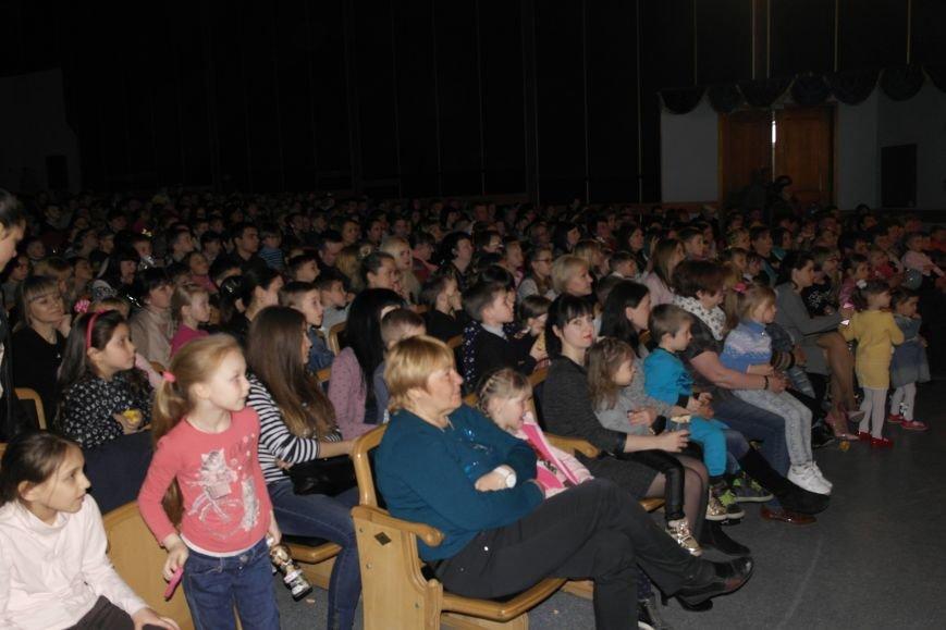 Шароотпадное шоу в Покровске: задорный смех детворы и восторг родителей, фото-4