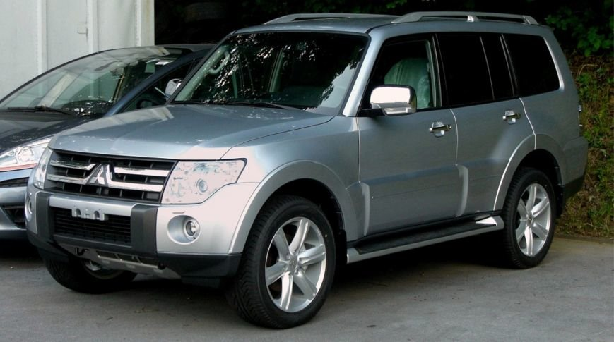 Mitsubishi_Pajero_(V80)_front