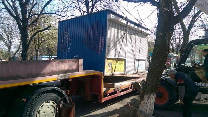 Возле мариупольской больницы снесли МАФ и строят киоск для торговли пивом (ФОТО, ВИДЕО), фото-5