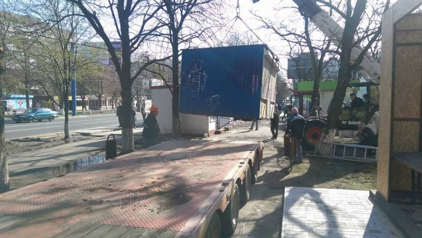 Возле мариупольской больницы снесли МАФ и строят киоск для торговли пивом (ФОТО, ВИДЕО), фото-4