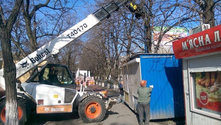 Возле мариупольской больницы снесли МАФ и строят киоск для торговли пивом (ФОТО, ВИДЕО), фото-2