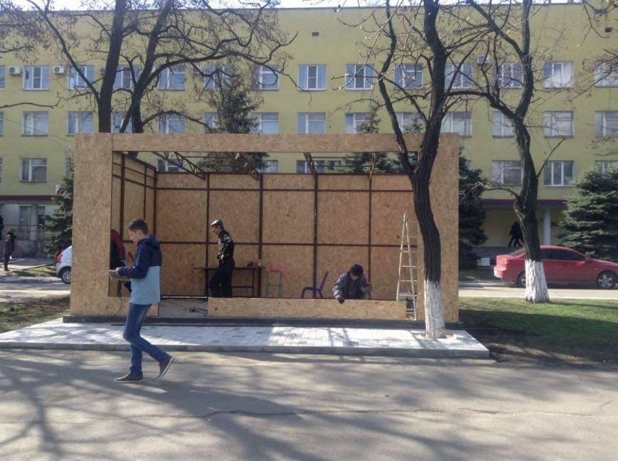 Возле мариупольской больницы снесли МАФ и строят киоск для торговли пивом (ФОТО, ВИДЕО), фото-9