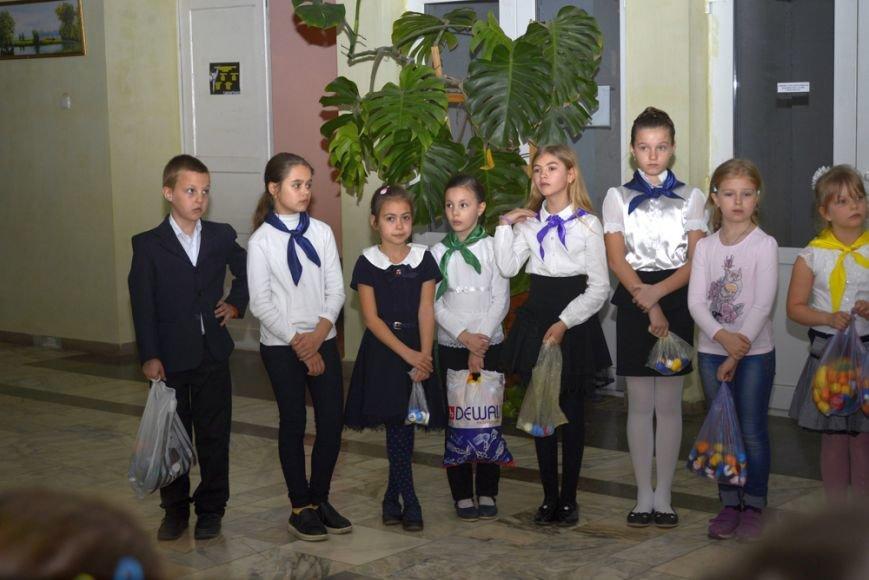 В Ялтинской школе № 1 провели акцию «От сердца к сердцу» и высадили   тюльпаны, фото-2