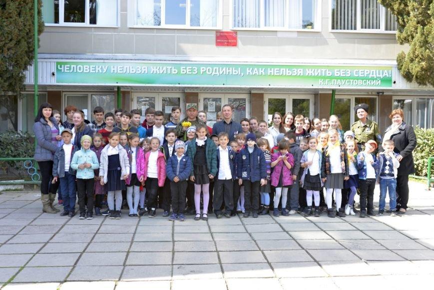 В Ялтинской школе № 1 провели акцию «От сердца к сердцу» и высадили   тюльпаны, фото-7