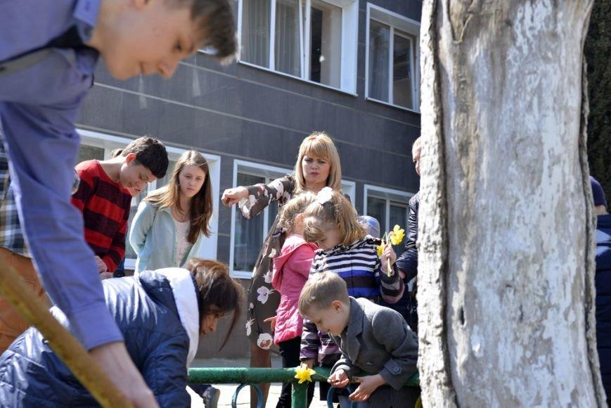 В Ялтинской школе № 1 провели акцию «От сердца к сердцу» и высадили   тюльпаны, фото-6
