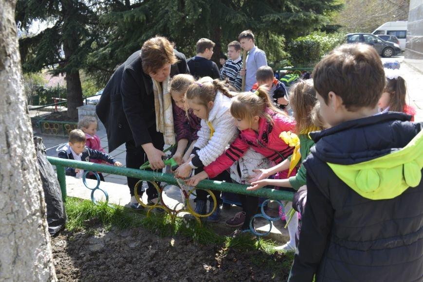 В Ялтинской школе № 1 провели акцию «От сердца к сердцу» и высадили   тюльпаны, фото-4