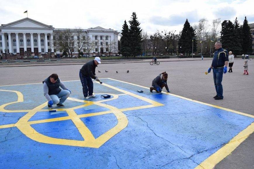 На центральной площади Краматорска обновили герб, фото-3
