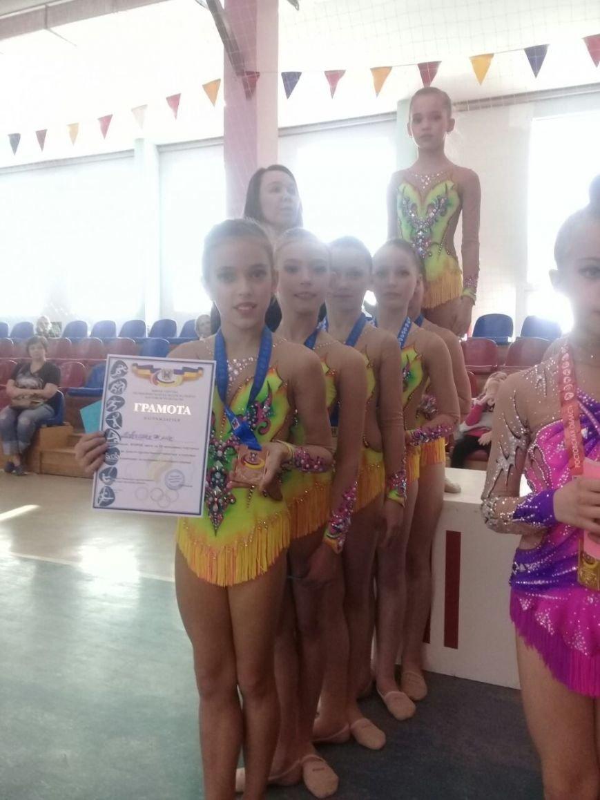 Гимнастки из Новошахтинска завоевали серебро на областных соревнованиях, фото-1