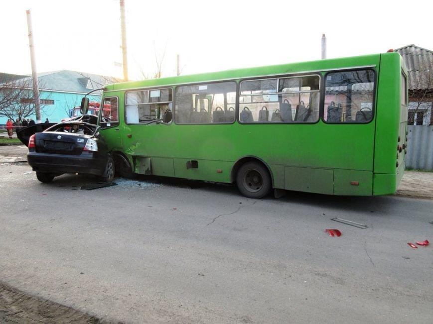 """В Балаклее столкнулись """"легковушка"""" и автобус: 2 человека погибли, 13 пострадали (ФОТО), фото-4"""