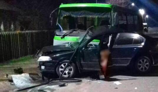 """В Балаклее столкнулись """"легковушка"""" и автобус: 2 человека погибли, 13 пострадали (ФОТО), фото-1"""