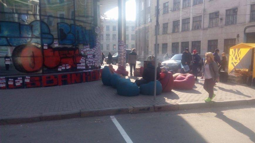 """Активисты """"Нацкорпуса"""" ночевали под стенами """"Сбербанка"""". Полицейские обеспечивали правопорядок (ФОТО), фото-3"""