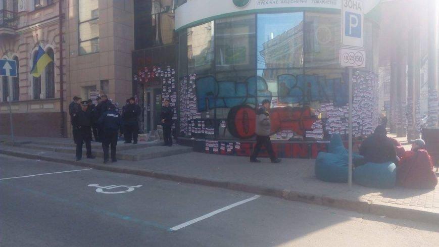 """Активисты """"Нацкорпуса"""" ночевали под стенами """"Сбербанка"""". Полицейские обеспечивали правопорядок (ФОТО), фото-2"""