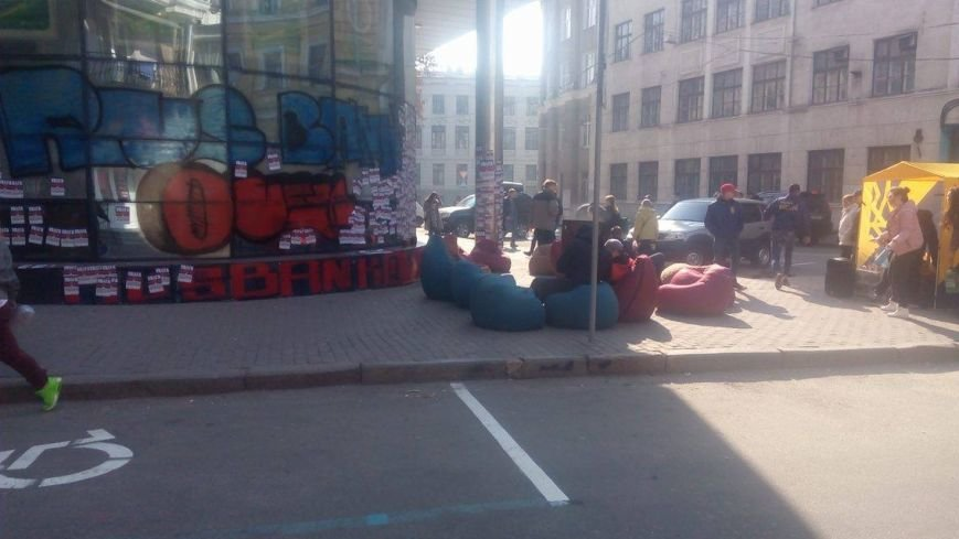 """Активисты """"Нацкорпуса"""" ночевали под стенами """"Сбербанка"""". Полицейские обеспечивали правопорядок (ФОТО), фото-1"""