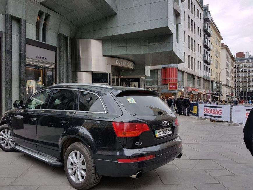 """Водій із Закарпаття припаркував елітний """"Ауді"""" на тротуарі у столиці Австрії: фото, фото-1"""