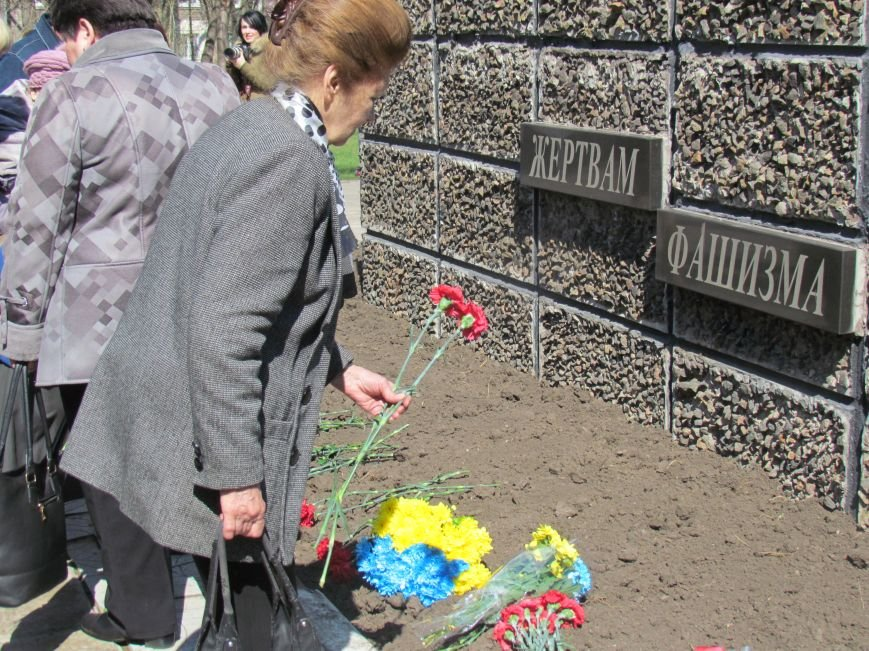 В Мариуполе возложили цветы к памятнику жертвам фашизма (ФОТОРЕПОРТАЖ), фото-10