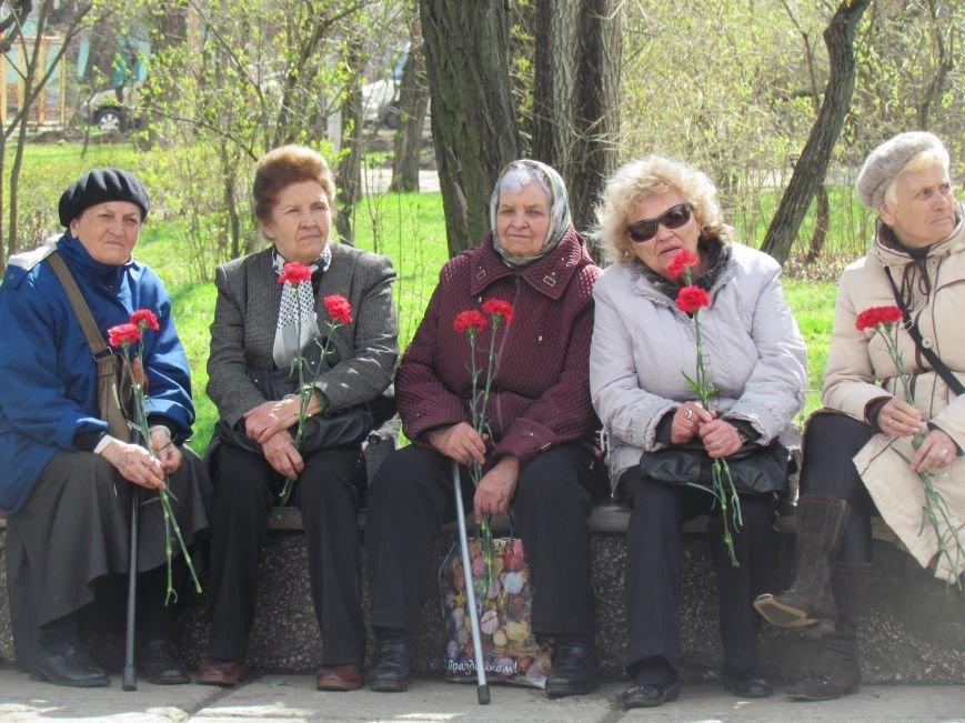 В Мариуполе возложили цветы к памятнику жертвам фашизма (ФОТОРЕПОРТАЖ), фото-1