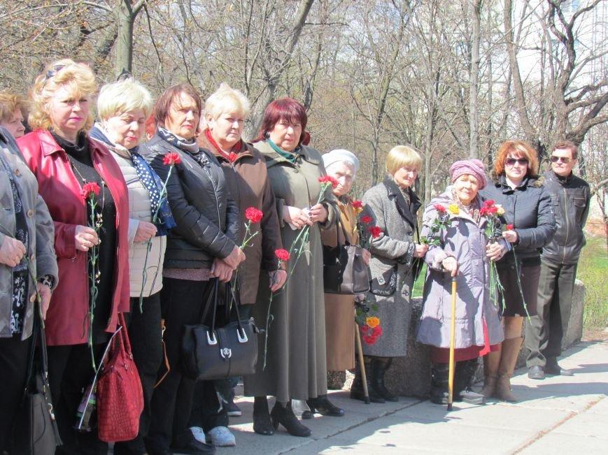 В Мариуполе возложили цветы к памятнику жертвам фашизма (ФОТОРЕПОРТАЖ), фото-4