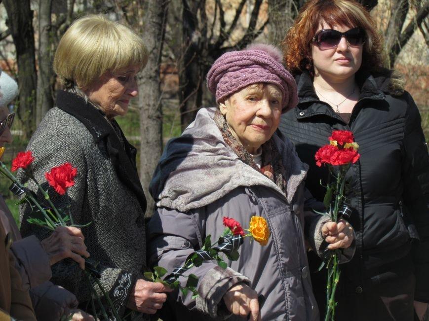 В Мариуполе возложили цветы к памятнику жертвам фашизма (ФОТОРЕПОРТАЖ), фото-9