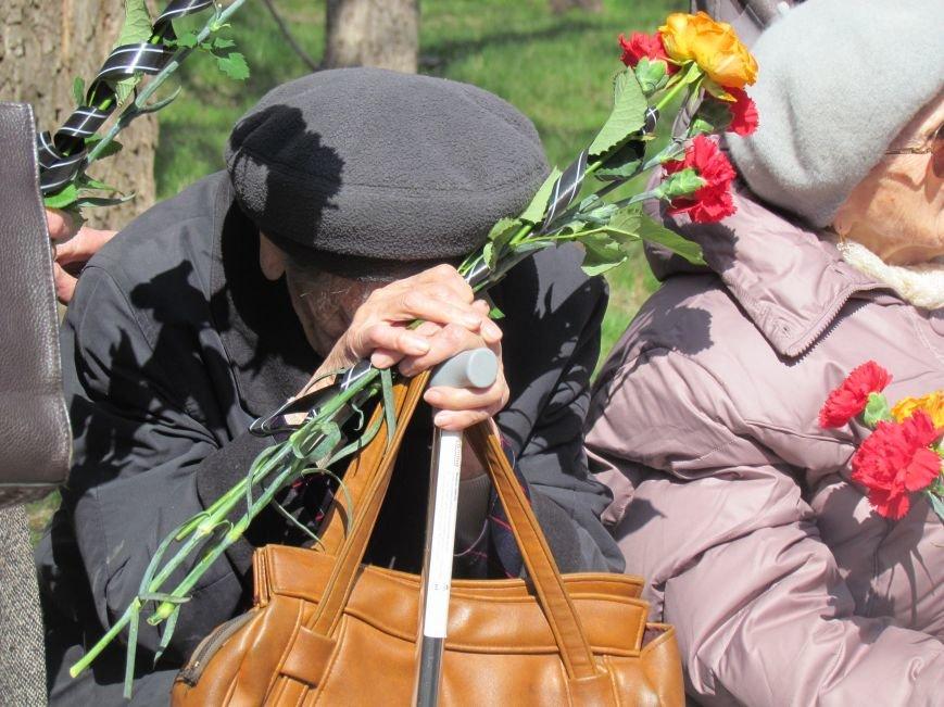 В Мариуполе возложили цветы к памятнику жертвам фашизма (ФОТОРЕПОРТАЖ), фото-2