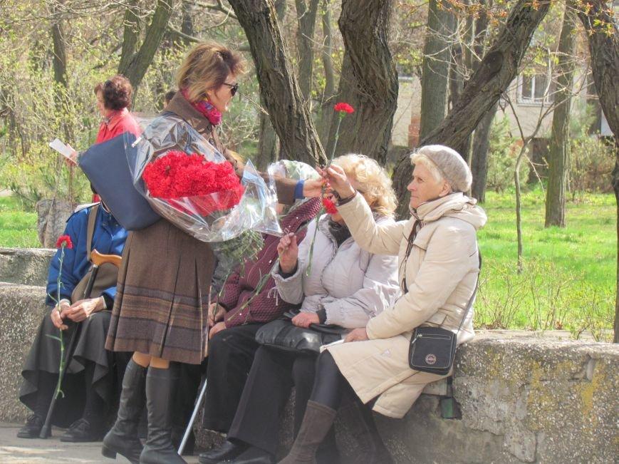 В Мариуполе возложили цветы к памятнику жертвам фашизма (ФОТОРЕПОРТАЖ), фото-11