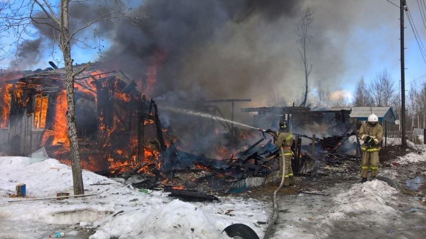 14 человек тушили пожар в Старом Вартовске, фото-1
