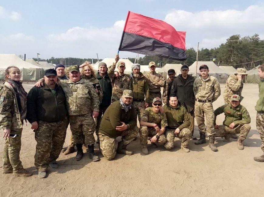 """""""Убрать все"""": генералу не понравились  красно-черные флаги в рядах бойцов АТО, фото-1"""