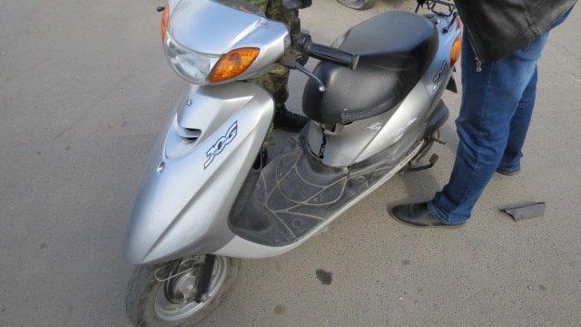 В Покровске произошло ДТП: скутер столкнулся с автомобилем, фото-1