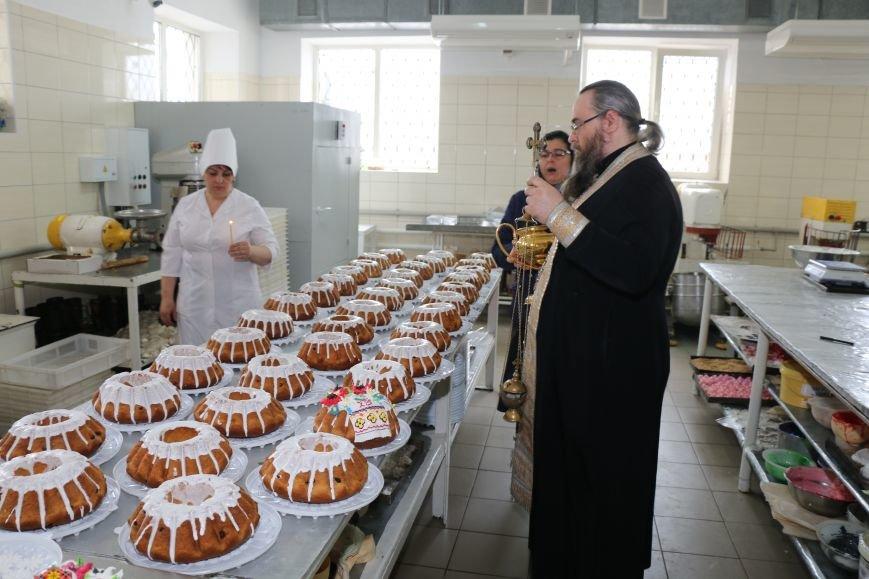 В Бахмуте приступили к выпечке пасхальных куличей (ФОТО), фото-4