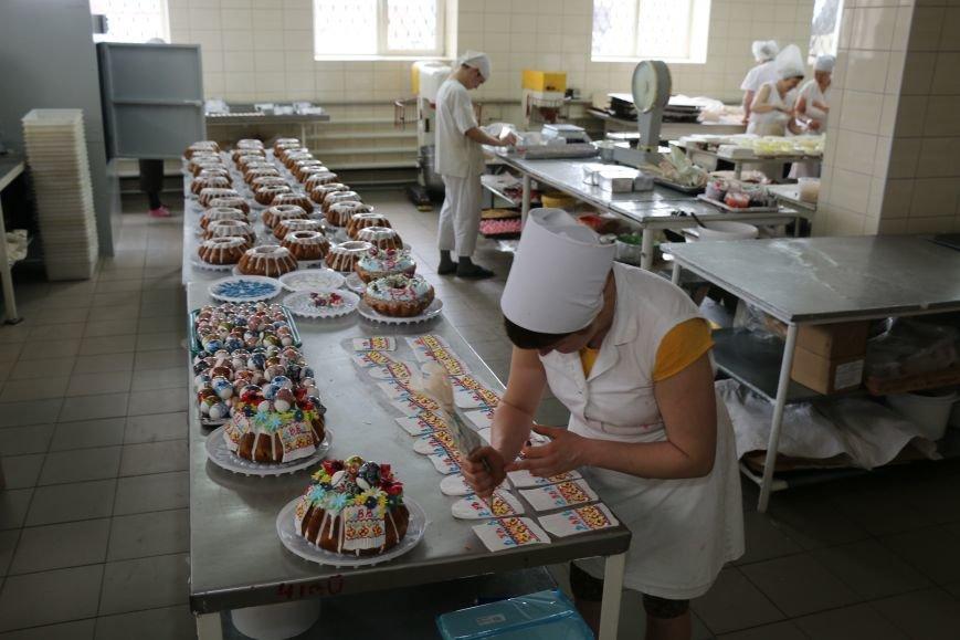 В Бахмуте приступили к выпечке пасхальных куличей (ФОТО), фото-3