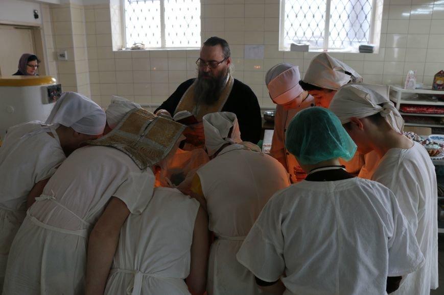 В Бахмуте приступили к выпечке пасхальных куличей (ФОТО), фото-6