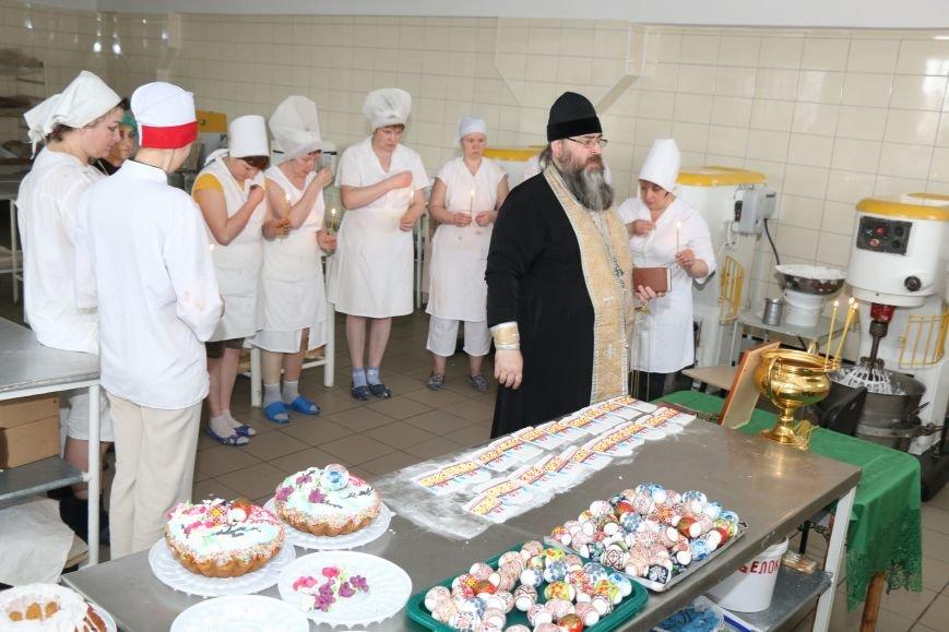 В Бахмуте приступили к выпечке пасхальных куличей (ФОТО), фото-1