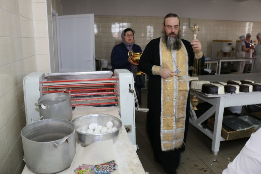 В Бахмуте приступили к выпечке пасхальных куличей (ФОТО), фото-2