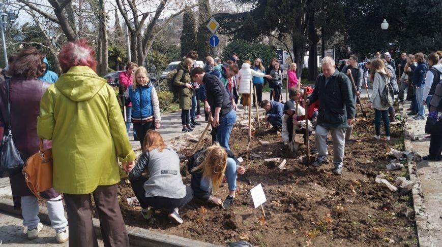 В Ялте прошла акция «Посади розу памяти» (10)