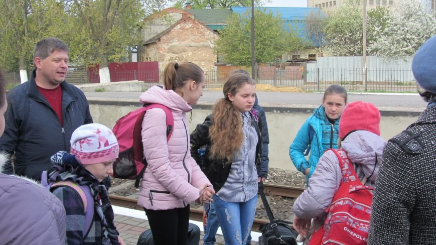 11 школярів із «сірої зони» Луганська зустрічатимуть Великдень на Закарпатті: фоторепортаж, фото-5