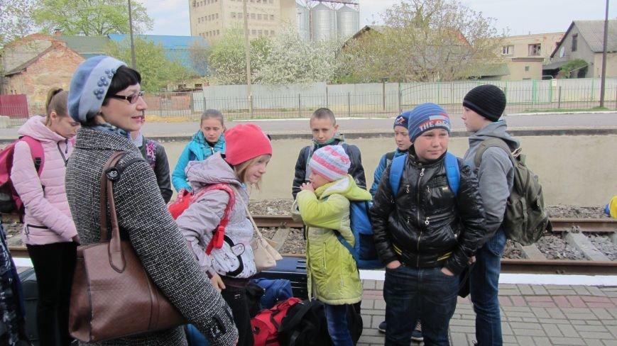 11 школярів із «сірої зони» Луганська зустрічатимуть Великдень на Закарпатті: фоторепортаж, фото-2