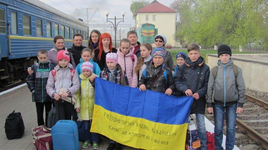 11 школярів із «сірої зони» Луганська зустрічатимуть Великдень на Закарпатті: фоторепортаж, фото-9