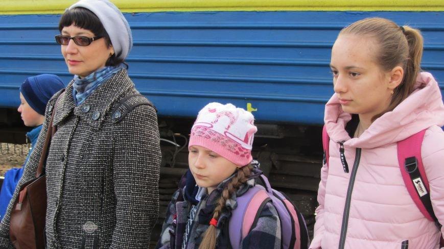 11 школярів із «сірої зони» Луганська зустрічатимуть Великдень на Закарпатті: фоторепортаж, фото-7