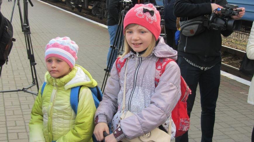 11 школярів із «сірої зони» Луганська зустрічатимуть Великдень на Закарпатті: фоторепортаж, фото-6