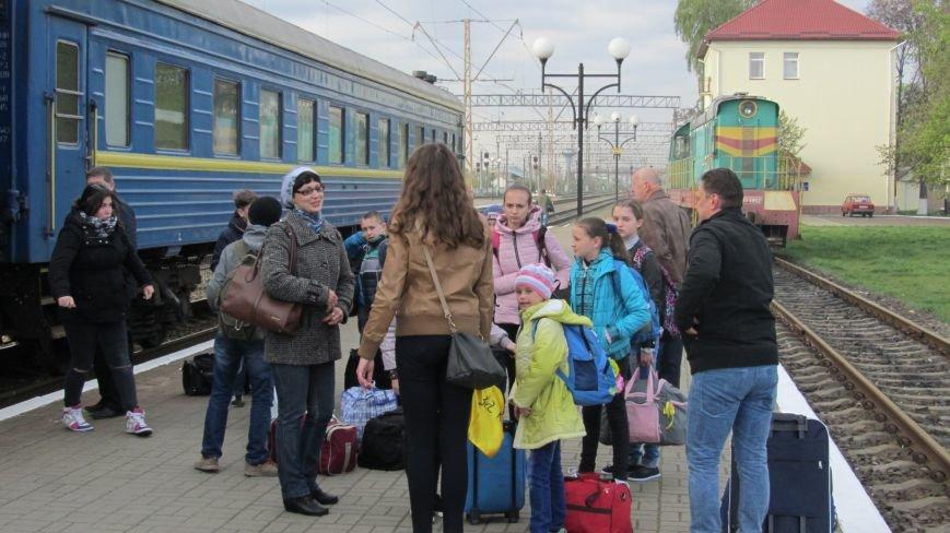 11 школярів із «сірої зони» Луганська зустрічатимуть Великдень на Закарпатті: фоторепортаж, фото-8