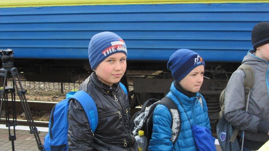 11 школярів із «сірої зони» Луганська зустрічатимуть Великдень на Закарпатті: фоторепортаж, фото-4
