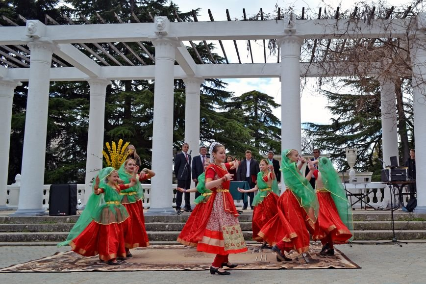 В Никитском ботаническом саду открыли парад тюльпанов и выбрали цветочный символ Кореиза, фото-3