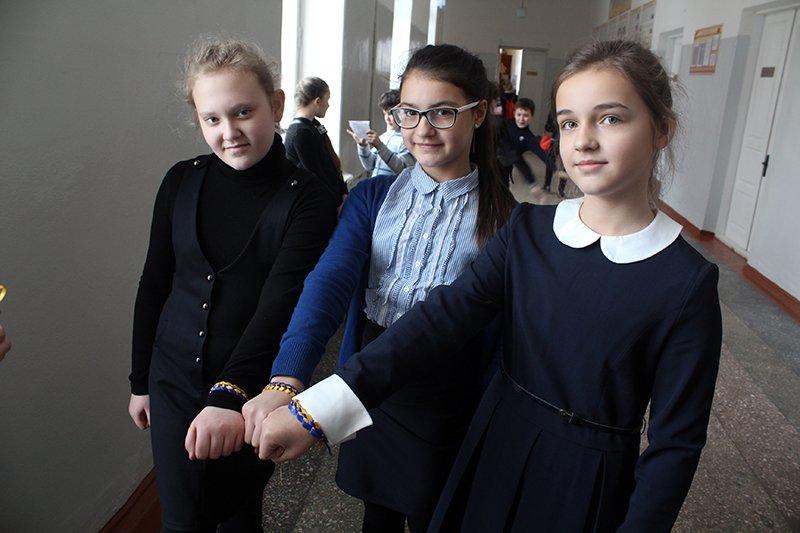Школьники Бахмута провели флеш-моб «С Украиной в сердце» (ФОТО), фото-4