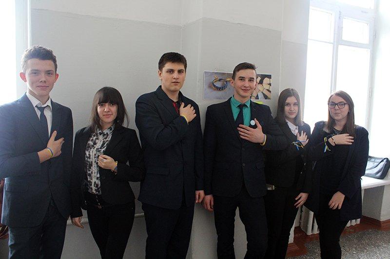 Школьники Бахмута провели флеш-моб «С Украиной в сердце» (ФОТО), фото-2