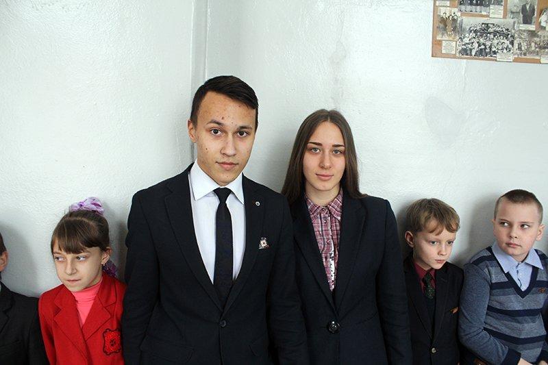 Школьники Бахмута провели флеш-моб «С Украиной в сердце» (ФОТО), фото-3