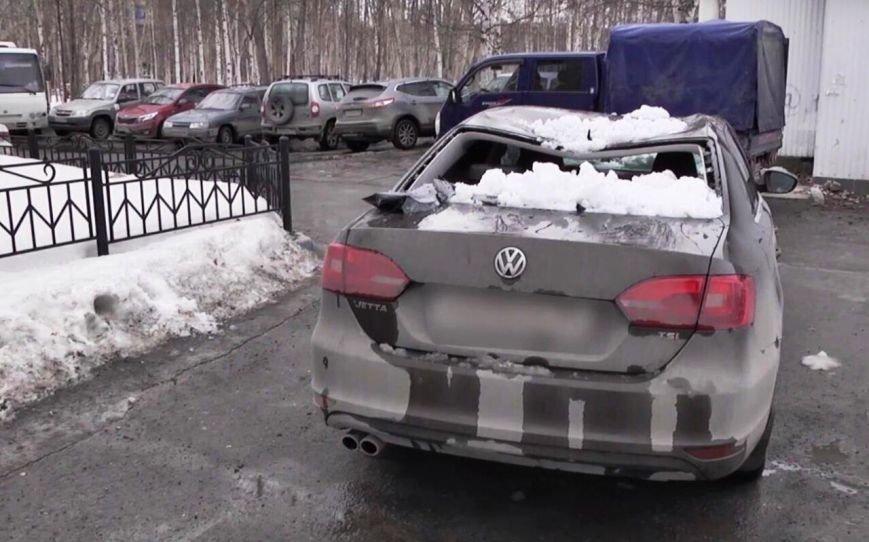 Сугроб, ущерб, суд: вартовчанин стал жертвой упавшего с крыши снега, фото-1