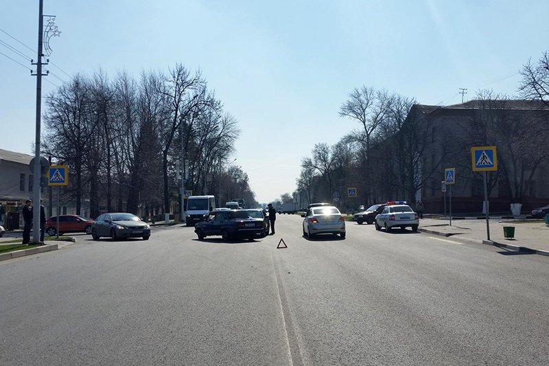 Под Белгородом столкнулись две иномарки и КамАЗ, фото-3