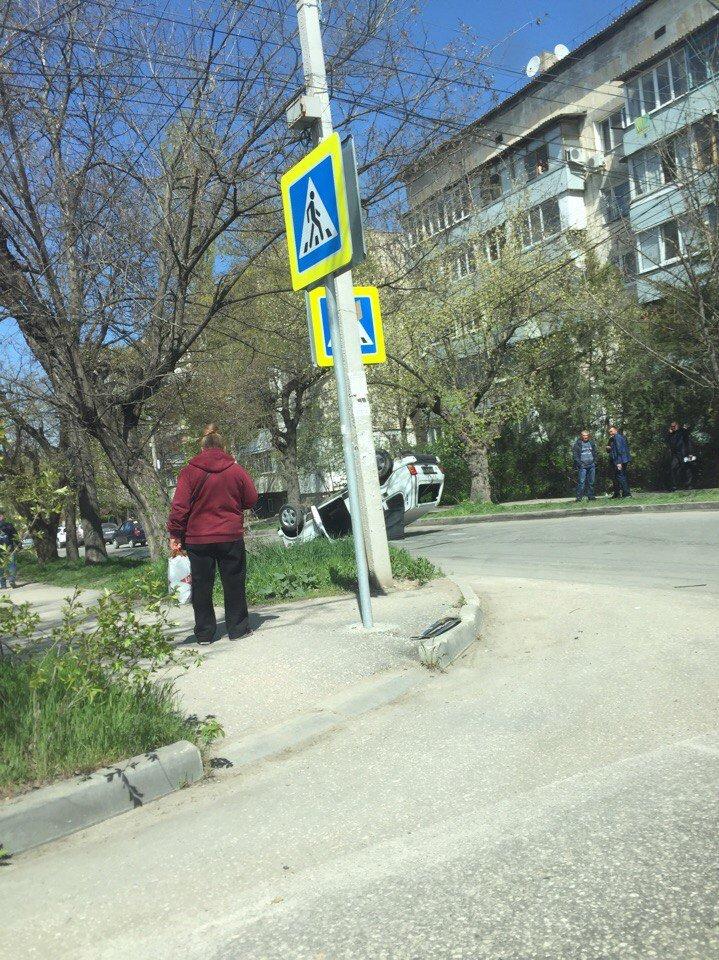 "В центре Симферополя в результате ДТП перевернулась ""Нива"" (ФОТО, ВИДЕО), фото-2"