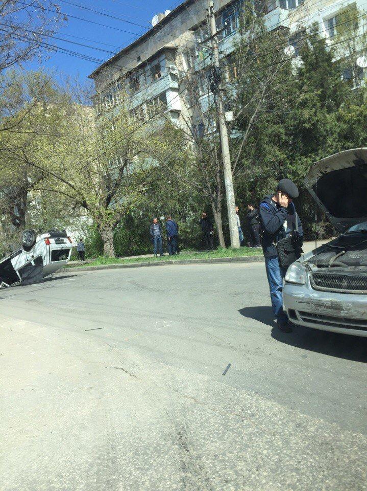 "В центре Симферополя в результате ДТП перевернулась ""Нива"" (ФОТО, ВИДЕО), фото-1"